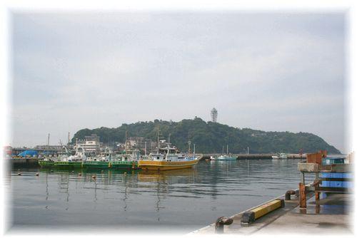 今朝の江ノ島はどんより...