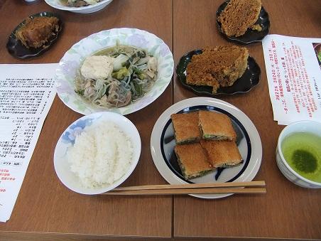 しゃも鍋(風)、ハトシ、ふくれ菓子。