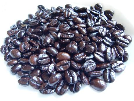 ほぼ黒色の深煎り豆