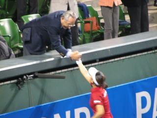 会長と握手