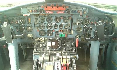 YS-11 操縦席