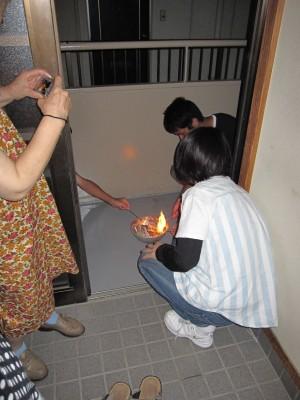 お盆お迎え火20100813 (27)