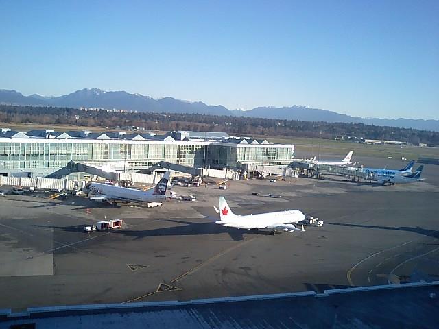 ホテルの窓はすぐ空港