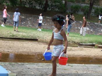 せっせと水を運ぶ♪