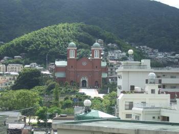 浦上天主堂。坂の上から