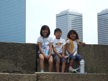 大阪城の石垣の上