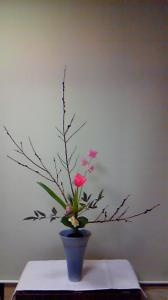 黒目柳・チューリップ・スイトピー・水仙・麦・つわぶき・アマリリスの葉・南天の葉