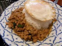 鶏挽肉バジル炒めご飯