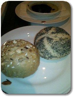 黒ゴマパン&胡桃パン