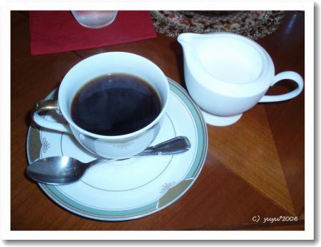 ロビーのカフェでコーヒー飲んだ。