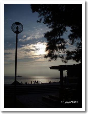 夕闇にそまる海