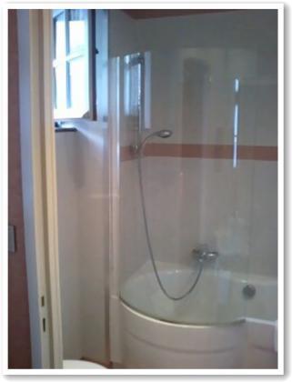 バスルームは広々
