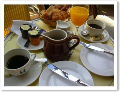 カフェの朝ごはん