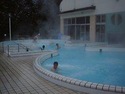akiyama_pool.jpg