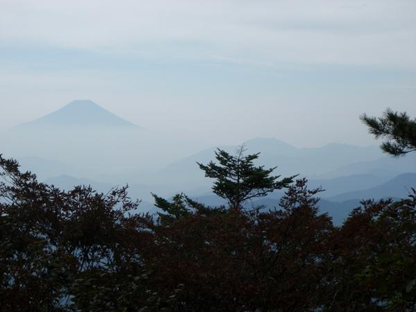 西峰から富士山を望む