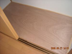 クローゼット床板打ち