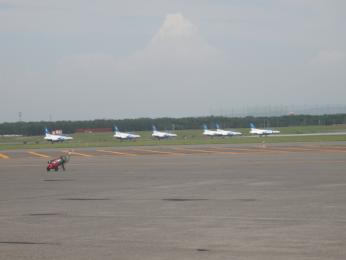 ブルーインパルス離陸前待機