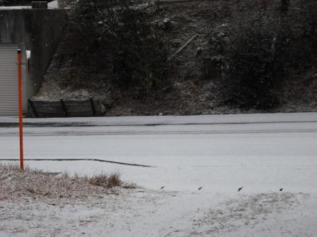 資材置場と雪