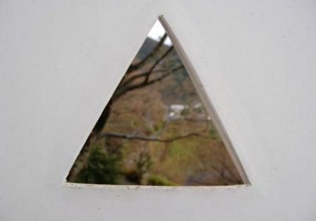 お城の漆喰壁 三角