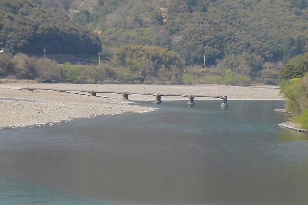 口屋内沈下橋