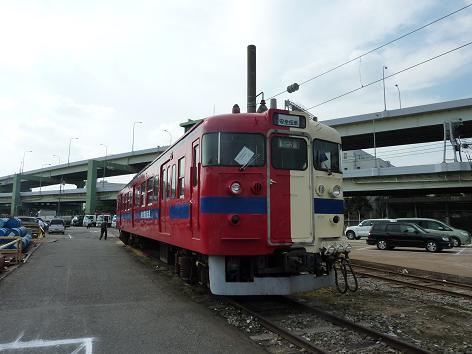 赤と白の電車