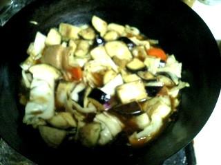 野菜を煮ます。